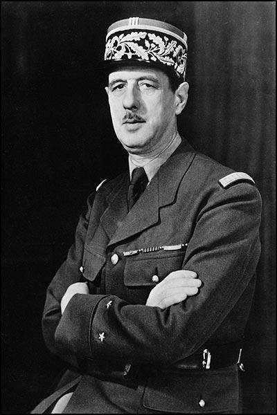 Charles de Gaulle (n. 22 noiembrie 1890, d. 9 noiembrie 1970) a fost un general și un politician francez. În 1940 a devenit șef al guvernului francez din exil la Londra, iar în 1945 a fost ales prim-ministru de către Parlamentul francez. În 1958 a fost ales președinte al Franței, post pe care l-a păstrat și după alegerile din 1965. Pe 28 aprilie 1969 de Gaulle a demisionat din funcția de președintele al Statului - foto preluat de pe ro.wikipedia.org