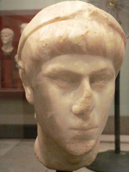 Constanțiu al II-lea (Constantinus Flavius Iulius, n. 7 august 317 - d. 3 noiembrie 361), împărat roman (337-361), a fost cel de-al doilea fiu al lui Constantin cel Mare și al Faustei - foto: ro.wikipedia.org