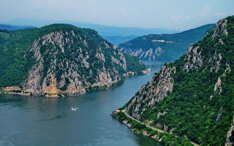Dunărea la Cazane - foto preluat de pe romaniadacia.wordpress.com