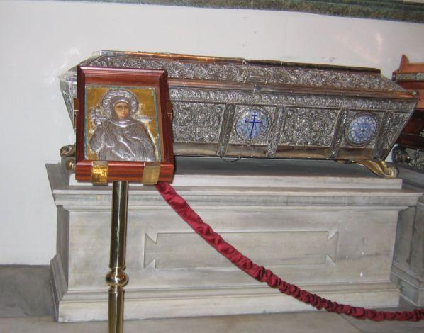 Racla cu moaștele Sfintei Eufimia, în Biserica Patriarhală Sf. Gheorghe, Istanbul - foto preluat de pe ro.orthodoxwiki.org