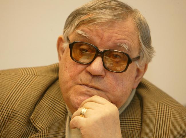 Geo Saizescu (n. 14 noiembrie 1932, Prisăceaua, județul interbelic Mehedinți - d. 23 septembrie 2013, București[1]) a fost un regizor, scenarist și actor român de film. Fiul său, Cătălin, este actor, regizor și producător. - foto: alchetron.com