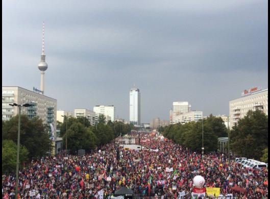 Amazing Graceeeee: #StopCetaTTIP Demonstrations Hamburg: 65.000, Köln: 55.000, Berlin: 70.000, München: 25.000, FFM: 50.000, Stuttgart: 40.000, Leipzig: 15.000 We will win! - foto: facebook.com/eci.ttip