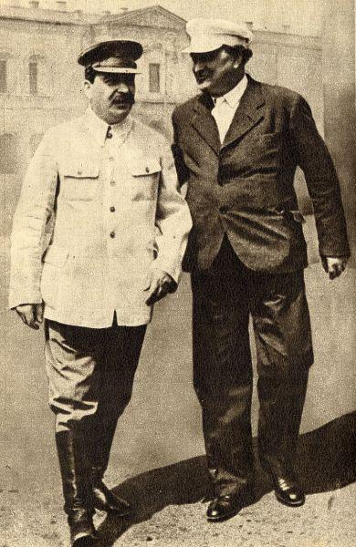 Gheorghi Mihailov Dimitrov (în limba bulgară Георги Димитров Михайлов), iar în limba rusă Георгий Михайлович Димитров) (n. (18 iunie 1882 - d. 2 iulie 1949) a fost un politician bulgar, lider al partidului comunist și din principalii activiști ai Cominternului. A fost primul ministru al Bulgariei intre anii 1945 - 1949 - in imagine, Gheorghi Dimitrov (dreapta), împreună cu Stalin în 1936 - foto: ro.wikipedia.org