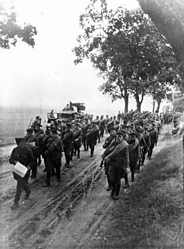 Forțele sovietice mărșăluind în Polonia în 1939 - foto preluat de pe ro.wikipedia.org