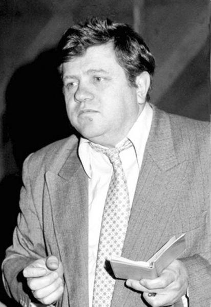 Ioan Alexandru (n. Ion Șandor 25 decembrie 1941, Topa Mică, județul Cluj - d. 16 septembrie 2000, Bonn, Germania) a fost poet, publicist, eseist și om politic român. A fost membru fondator și vicepreședinte al PNȚCD, deputat în legislatura 1990-1992 și senator PNȚCD de Arad în legislatura 1992-1996. În legislatura 1990-1992 a fost membru în grupul de prietenie cu Polonia - foto: alchetron.com