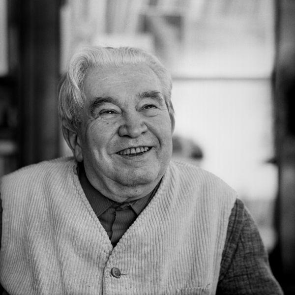 Jaroslav Seifert (n. 23 septembrie 1901, Praga - d. 10 ianuarie 1986, Praga) este un scriitor, poet și jurnalist ceh, laureat al Premiului Nobel pentru Literatură în anul 1984 - in imagine, Jaroslav Seifert 1981 photo Hana Hamplová - foto: ro.wikipedia.org