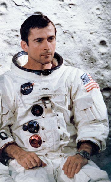 John Watts Young (n. 24 septembrie 1930) (Căpitan, USN, Ret.) este un fost astronaut, ofițer de marină și aviator naval, pilot de încercare și inginer aeronautic american, care a devenit cea de-a noua persoană ce a pășit pe Lună în calitate de comandant al misiunii Apollo 16 din 1972 - in imagine, Young in an Apollo 10 crew portrait - foto: en.wikipedia.org