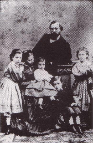 Poetul Luigi Mercantini (Ripatransone, 19 settembre 1821 – Palermo, 17 novembre 1872) impreuna cu familia sa - foto: it.wikipedia.org