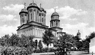 Mănăstirea Văcărești, cunoscută și ca Închisoarea Văcărești, a fost un ansamblu arhitectonic construit între 1716-1736 în stil brâncovenesc, unul din cele mai valoroase monumente istorice din București, demolat în anul 1986 din ordinul lui Nicolae Ceaușescu. - foto: cersipamantromanesc.wordpress.com