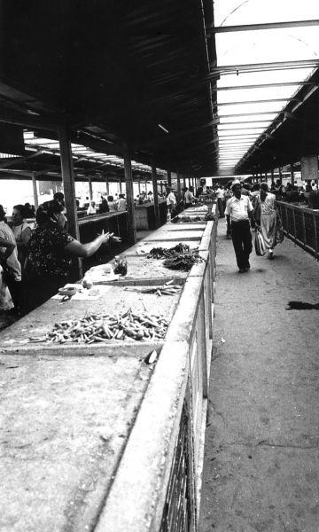"""Belșugul"" pieții Obor în anii 1980 - foto: ro.wikipedia.org"
