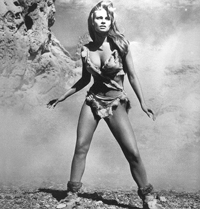 Raquel Welch (n. 5 septembrie 1940, Chicago, Illinois; ca Jo Raquel Tejada) este o actriță americană - in imagine, This promotional still of Welch in the deer-skin bikini became a best-selling poster and turned her into an instant pin-up girl - foto: ro.wikipedia.org