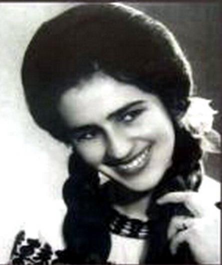 Sofia Vicoveanca (numele real fiind Sofia Fusa, căsătorită Micu; n. 23 septembrie 1941, comuna Toporăuți, județul Cernăuți, România, actualmente în Ucraina) este o renumită interpretă română de muzică populară, poetă și actriță de film din zona Bucovinei - foto: sofiavicoveanca.blogspot.com
