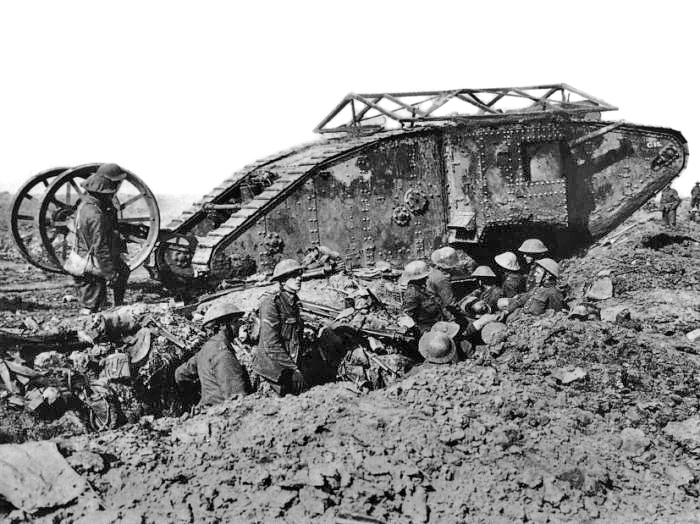 """A British Mark I """"male"""" tank near Thiepval on 25 September 1916, fitted with wire mesh to deflect grenades and the initial steering tail, shown raised - foto: en.wikipedia.org"""
