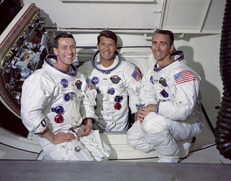 Misiunea americană spațială Apollo 7, avându-i la bord pe Donn Eisele și Walt Cunningham și la comandă pe Wally Schirra, a fost lansată din Cape Kennedy, Florida, pe 11 octombrie 1968 - foto (Echipajul de pe Apollo 7): ro.wikipedia.org