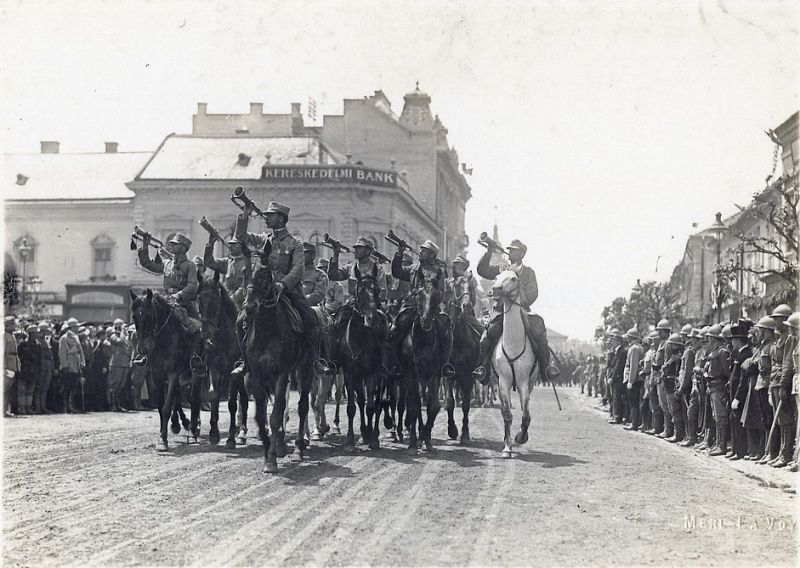 Romanian troops marching in Transylvania - foto preluat de pe en.wikipedia.org