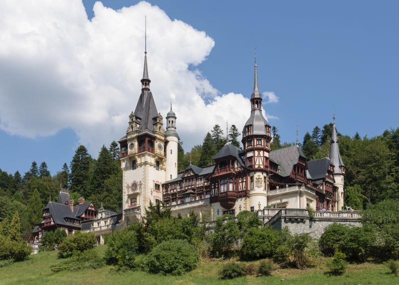 Castelul Peleș  palat in Sinaia, construit între 1873 și 1914. Fostă reședință de vară a regilor României, în prezent este muzeu - foto: ro.wikipedia.org