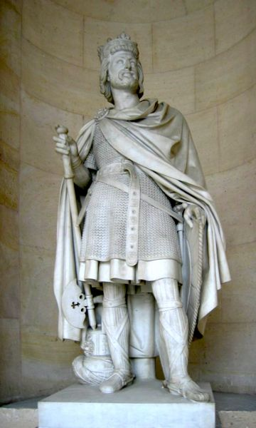 Charles Martel (n. 23 august 686 - d. 22 octombrie 741) a fost majordom și duce al francilor (dux francorum), având atribuțiile unui rege. Și-a extins stăpânirea peste toate teritoriile france: Austrasia, Neustria și Burgundia. S-a născut la Herstal, în Belgia de astăzi, fiul nelegitim al lui Pepin cel Mijlociu și a concubinei sale Alpaida (sau Chalpaida) - in imagine, Statuia lui Charles Martel din Palatul Versailles din Paris - foto: ro.wikipedia.org