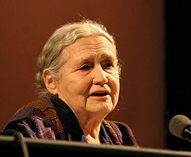 Doris Lessing născută Doris May Tayler (22 octombrie 1919 - 17 noiembrie 2013), a fost o romancieră, poetă, dramaturgă din Marea Britanie, laureată a Premiului Nobel pentru literatură în anul 2007 - in imagine, Lessing at the Lit Cologne literary festival in 2006 - foto: en.wikipedia.org