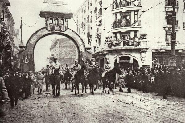 Intrarea în București a regelui Ferdinand și a reginei Maria în decembrie 1918.  Foto: (c) ARHIVELE NAȚIONALE ALE ROMÂNIEI/ AGERPRES Arhiva istorică - foto: agerpres.ro