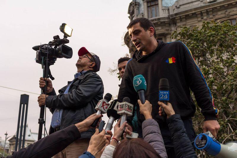 George Simion este, printre altele, activist civic și militant pentru Unirea cu Republica Moldova. Cu un masterat în Istoria comunismului românesc, este pasionat de trecutul neamului românesc și felul în care putem învăța din el. Într-o lume din ce în ce mai dezinteresată de valorile naționale, crede că patriotismul și puterea societății civile unite poate face diferența pentru o Românie mai bună  - foto: facebook.com