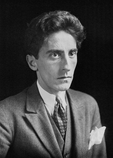 Jean Maurice Eugène Clément Cocteau (Maisons-Laffitte, 5 iulie 1889 - Milly-la-Forêt, 11 octombrie 1963) poet, scriitor, pictor, dramaturg și cineast francez. Tatăl lui Jean Cocteau, avocat și pictor amator, s-a sinucis în 1898 - in imagine, Jean Cocteau in 1923 - foto: en.wikipedia.org