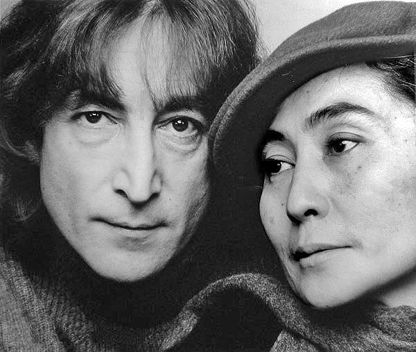 John Lennon and Yoko Ono in 1980 - foto: en.wikipedia.org