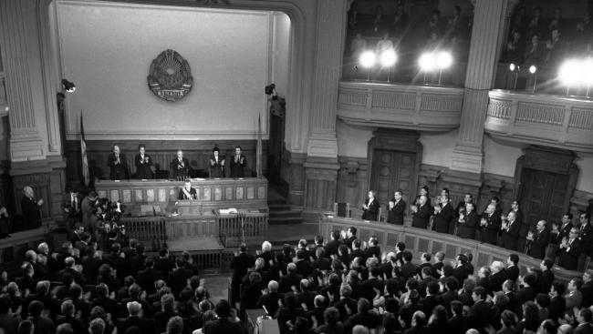 Marea Adunare Națională a fost organismul legislativ unicameral al Republicii Populare Romîne și al Republicii Socialiste România în perioada 1948-1989. Organul suprem al puterii din stat a avut sediul în Palatul Marii Adunări Naționale (Palatul Camerei Deputaților - după evenimentele din 1989 până în 1997, sediul Camerei Deputaților, din 1997 Palatul Patriarhal) - jurnalul.ro