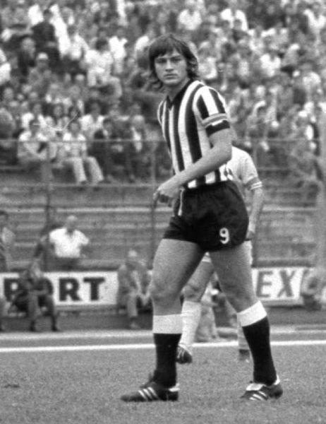 Mircea Sandu (n. 22 octombrie 1952) este un fost fotbalist român - foto preluat de pe: adevarul.ro