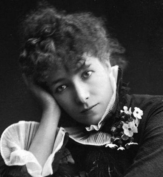 Sarah Bernhardt (n. 22/23 octombrie 1844, Paris, Franţa - d. 26 martie 1923, Paris) a fost o renumită actriţă franceză, pe numele său real Henriette-Rosine Bernard - in imagine, Portrait of actress Sarah Bernhardt (1844-1923) around 1878, by Paul Nadar (1856-1939), crop - foto: ro.wikipedia.org