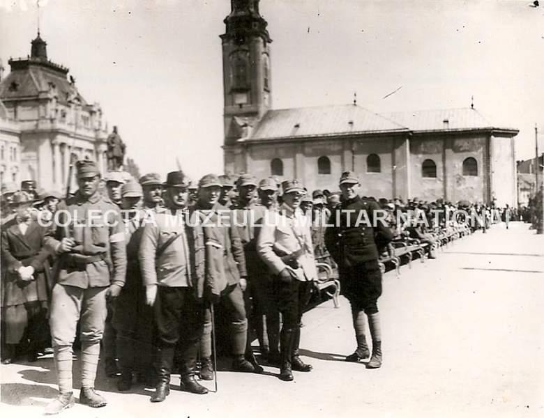 Voluntari ardeleni la Oradea (primăvara anului 1919) - foto: enciclopediaromaniei.ro