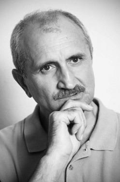 Şerban Ionescu (n. 23 septembrie 1950, Corabia, Olt – d. 21 noiembrie 2012, Bucureşti) a fost un actor român. A jucat teatru la Târgu Jiu, apoi în Bucureşti, la Teatrul de Comedie, la Teatrul Odeon şi la Teatrul Naţional - foto preluat de pe ro.wikipedia.org
