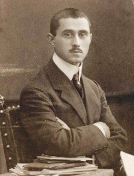 Aurel Vlaicu (n. 19 noiembrie 1882, Binţinţi, lângă Orăştie, judeţul Hunedoara - d. 13 septembrie 1913, Băneşti, lângă Câmpina) a fost un inginer român, inventator şi pionier al aviaţiei române şi mondiale. În cinstea lui, comuna Binţinţi se numeşte astăzi Aurel Vlaicu - foto: en.wikipedia.org