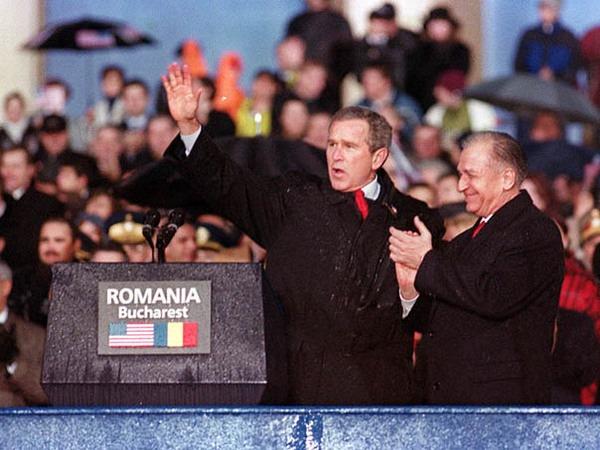 George W. Bush și Ion Iliescu la Bucureşti (23 noiembrie 2012) - foto: cersipamantromanesc.wordpress.com