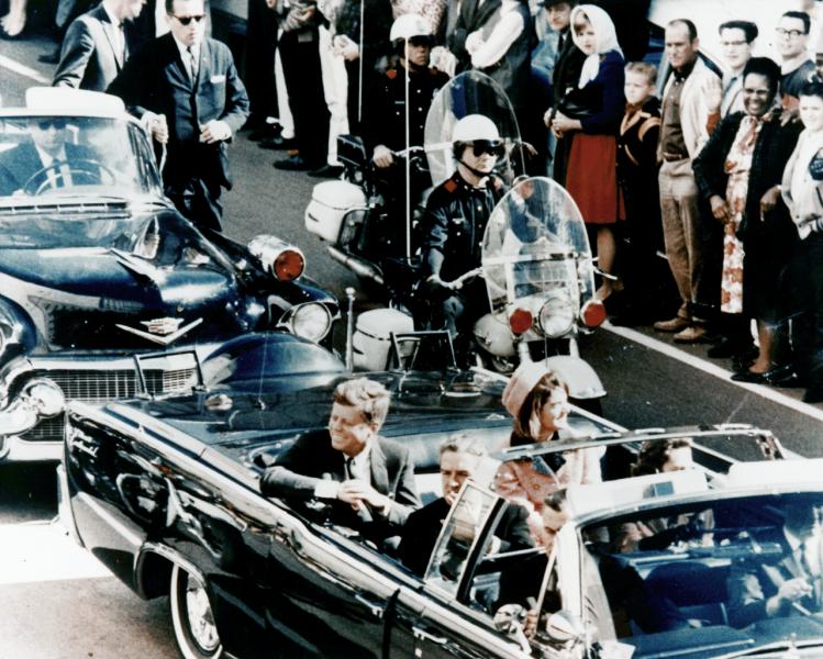 22 noiembrie 1963: Asasinarea președintelui american John F. Kennedy la Dallas, Texas - foto: ro.wikipedia.org