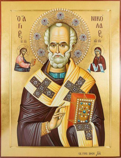 Cel între sfinți Părintele nostru Nicolae al Mirelor Lichiei, făcătorul de minuni a fost arhiepiscop de Mira, în sudul Asiei Mici (Turcia de azi), în secolul al IV-lea. Deși mai puțin cunoscut în Biserica romano-catolică, în Biserica Ortodoxă sfântul Nicolae este unul dintre cei mai iubiți și mai cinstiți sfinți în popor. Sfântul Nicolae este sfânt ocrotitor al multor țări (în special în Grecia și Rusia) și orașe, dar și al celor ce practică diferite meserii, ca de exemplu marinarii. Biserica face prăznuirea Sfântului Nicolae pe 6 decembrie (data adormirii și praznic principal), precum și la 9 mai (mutarea moaștelor sale) și pe 29 iulie (data nașterii sale) - foto: basilica.ro