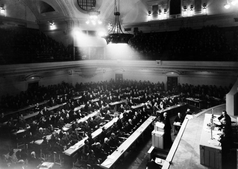 1946 - General Assembly adopts its first rezolution (UN Photo?Marcel Bolomey) - foto preluat de pe research.un.org