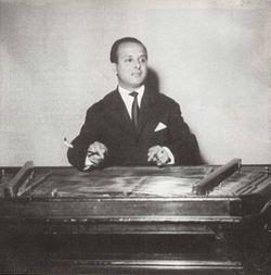 Toni Iordache (n. 17 decembrie 1942, Bâldana, judeţul Ilfov - d. februarie 1987 Bucureşti) a fost un virtuoz instrumentist, interpret român , etnic rom de muzică populară şi lăutărească. I s-a spus regele ţambalului şi zeul ţambalului - foto: ro.wikipedia.org