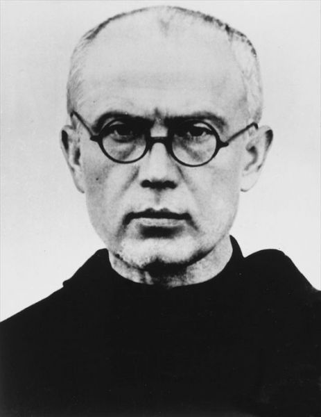 Maximilian Kolbe (n. 7 ianuarie 1894, Zduńska Wola, azi Polonia - d. 14 august 1941, Auschwitz) a fost un călugăr franciscan, preot romano-catolic din Polonia, decedat în lagărul de concentrare de la Auschwitz. A fost canonizat în anul 1984. Este sărbătorit la 14 august - in imagine, Maximilian Kolbe in 1939 - foto: en.wikipedia.org