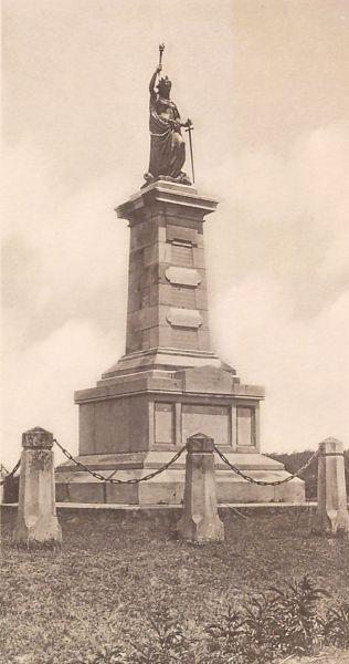 Fostul monumentul comemorativ de la Smârdan. Pe soclu se afla zeița Victoria - foto preluat de pe ro.wikipedia.org