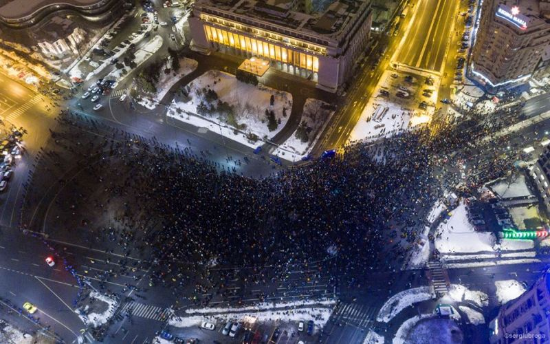 """""""O parte din oamenii care au protestat în București au ajuns și la #guvern"""" - Protest """"NU Legii Gratierii Si Amnistiei"""",  (București - 29 ianuarie 2017) - foto: Sergiu Nicolae Brega"""