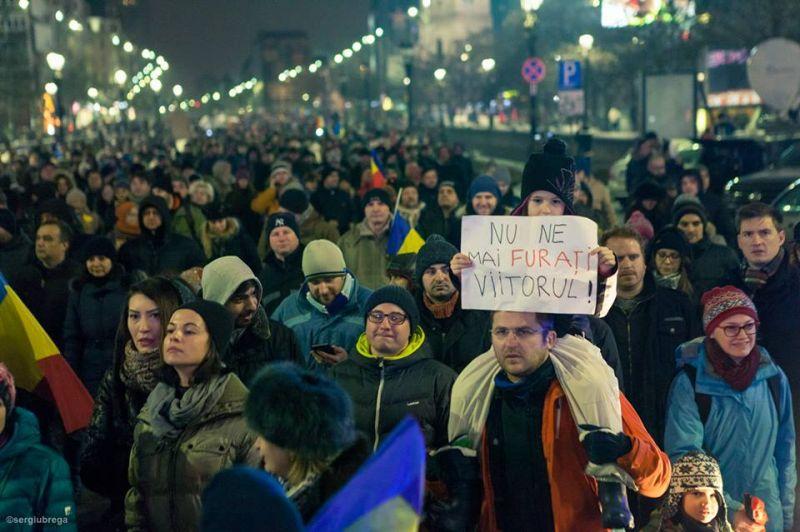 """""""#protest pentru viitor"""" (Protest """"NU Legii Gratierii Si Amnistiei"""",  București - 29 ianuarie 2017) - foto: Sergiu Nicolae Brega"""