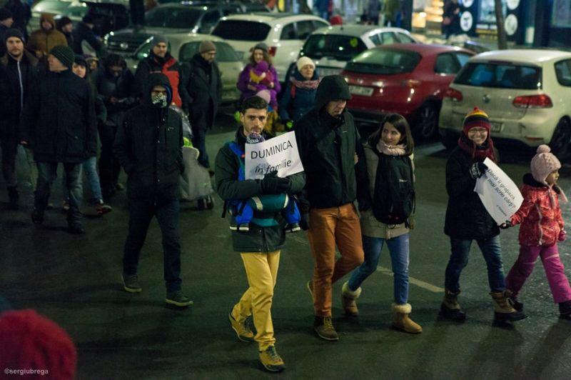 """""""Duminica în familie, #protest plimbat"""" (Protest """"NU Legii Gratierii Si Amnistiei"""",  București - 29 ianuarie 2017) - foto: Sergiu Nicolae Brega"""