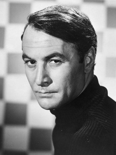 Salvatore Loggia (n. 3 ianuarie 1930 – d. 4 decembrie 2015), cunoscut sub numele de Robert Loggia, a fost un actor și regizor american. El a fost nominalizat pentru Premiul Oscar pentru cel mai bun actor pentru Jagged Edge (1985) și a câștigat Premiul Saturn pentru cel mai bun actor într-un rol secundar pentru Big (1988) - in imagine, Robert Loggia as T.H.E. Cat (1966) - foto: en.wikipedia.org