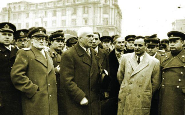 Andrei Vîşinski, Petru Groza şi Gheorghe Gheorghiu-Dej, la 14 martie 1945 - foto preluat de pe cersipamantromanesc.wordpress.com