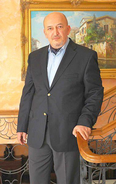 Crin Halaicu (n. 22 iunie 1952, Bucuresti, România) este un om de afaceri și politician român, fost primar general al Bucureștiului în perioada februarie 1992 - iunie 1996 - foto preluat de pe ro.wikipedia.org