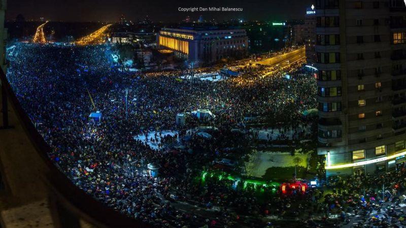 """Protest """"NU Legii Gratierii Si Amnistiei"""",  (București - 1 februarie 2017, ora 21:00 Piata Victoriei, peste 150.000 de oameni si lumea continua sa vina) - foto: Dan Mihai Balanescu"""