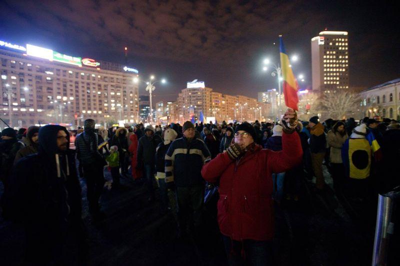 Piața Victoriei, din nou vibrantă. [ziua a 11-a - 10 februarie 2017]  #rezist - foto: Mihuț Savu