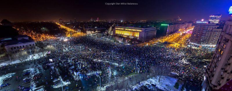 """Protest """"NU Legii Gratierii Si Amnistiei"""" (Bucuresti, 3 Februarie 2017, aproximativ 100.000 de oameni in Piata Victoriei) - foto: Dan Mihai Balanescu"""