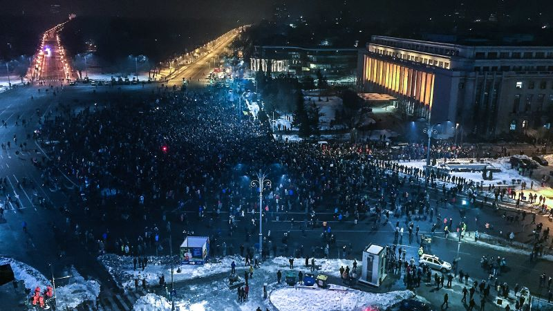 """Protest """"NU Legii Gratierii Si Amnistiei"""" (Protest spontan la Guvern după adoptarea, pe şest, a ordonanţelor elefant, București, 31 ianuarie 2017) - foto: Dan Mihai Balanescu"""
