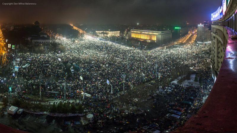"""Protest """"NU Legii Gratierii Si Amnistiei"""" (Bucuresti, Piata Victoriei, 5 Februarie 2017, peste 300.000 de stele pe cerul si in sufletul Romaniei) - foto: Dan Mihai Balanescu"""